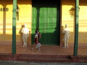 Schoolchildren passing a museum in Ciego de Avela.